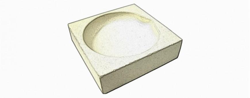 Squared ceramic crucibles